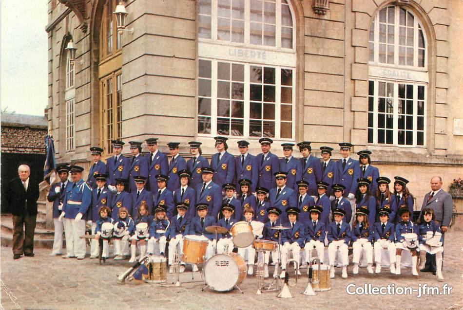 Cpsm france 60 neuilly en thelle fanfare 60 oise for Liste communes oise