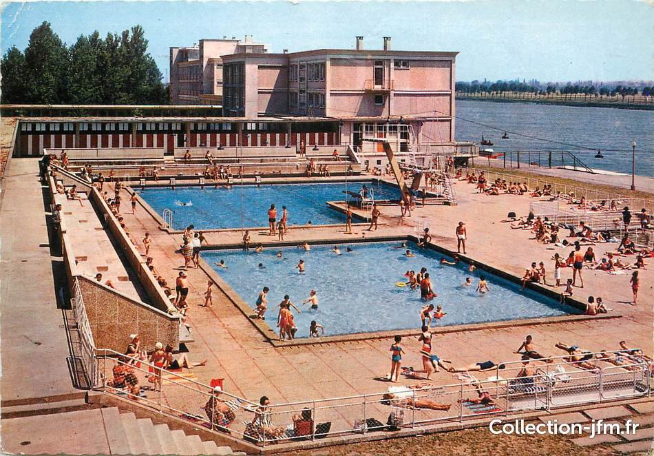 Cpsm france 71 macon centre nautique la piscine 71 for Piscine de macon